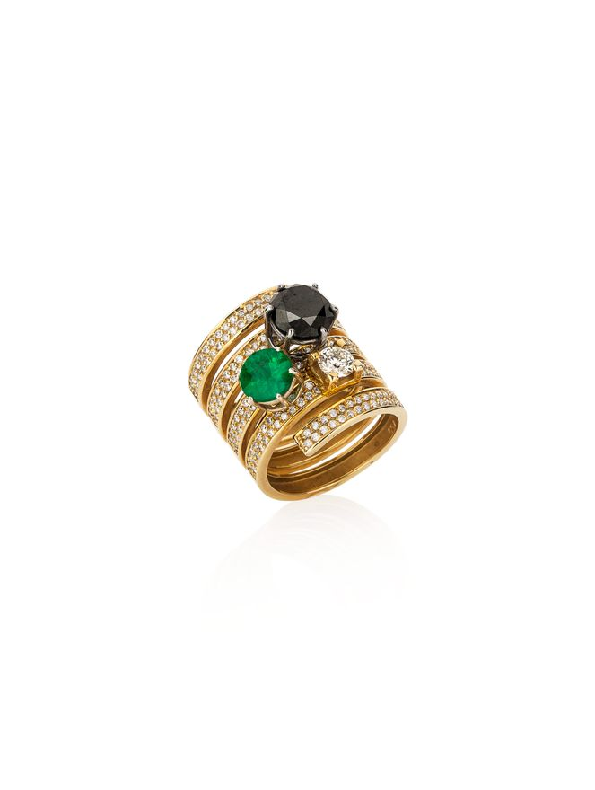 Anel-em-ouro-amarelo-com-diamantes-e-esmeralda